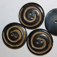 Büffelhornknopf schwarz | braun mit Spiralfräsung