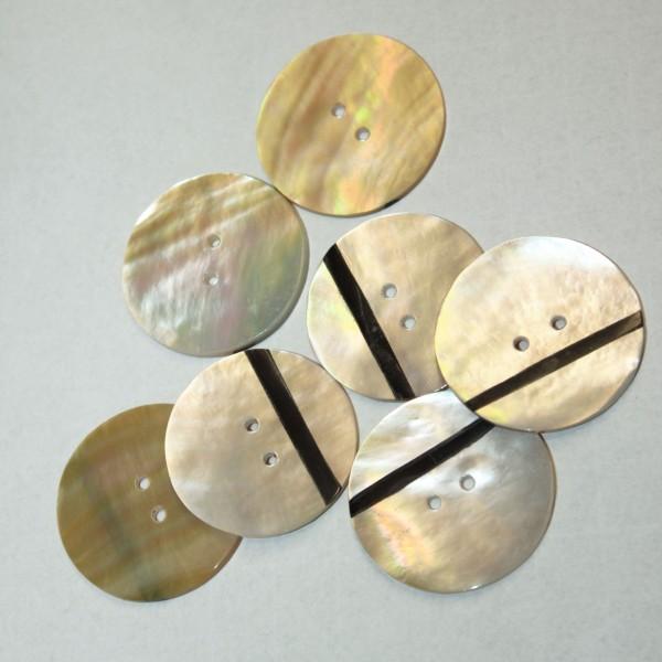 Budke Pelmuttknopf mit schwarzen Intarsienstreifen 2 Loch 3 cm