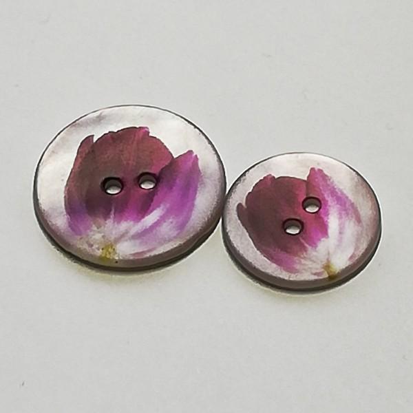 Perlmuttknopf mit Tulpenmotiv 2 Loch 2,8 cm