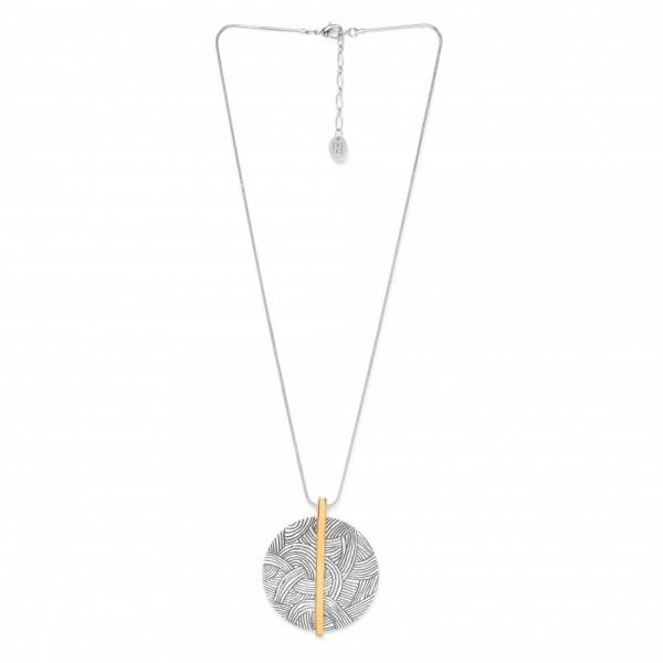 Silberne Kette mit einer verzierten Scheibe als Anhänger von ORI TAO Bijoux